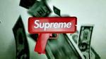 Hết tung gạch, Supreme lại chiêu đãi tín đồ streetwear súng bắn tiền siêu thú vị