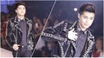 Clip: Noo Phước Thịnh khiến khán giả bất ngờ khi sải bước catwalk giữa dàn người mẫu