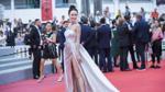 Chỉ 2 phút trên thảm đỏ Cannes, Ngọc Anh đã ghi dấu ấn với thiết kế của Lê Thanh Hoà