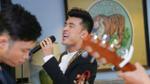 Ưng Hoàng Phúc bất ngờ hát 'Người ta nói' phiên bản Acoustic trong họp báo album