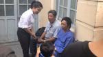 Hoài Linh xuất hiện giản dị tại tòa, ủng hộ tinh thần diễn viên Ngọc Trinh