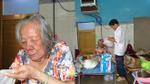 Cụ bà 84 tuổi bị bỏ rơi trong trời mưa gió: Cháu gái đem đi, con gái đón về!