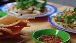 Cả ẩm thực xứ Quảng thu nhỏ lại bởi chợ 'Bà Hoa'