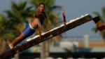 Leo lên thân cây gỗ đầy mỡ trong lễ hội ở Malta, bạn dám không?