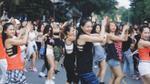 Hà Nội: Hàng trăm người 'náo loạn' với màn nhảy tập thể sôi động trên phố đi bộ