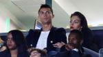 Mua nhẫn bạc tỷ tặng bồ, Cristiano Ronaldo bị đánh giá là không… thông minh
