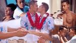 Hồ Vĩnh Khoa và bạn trai trao nhẫn cưới: Chàng 'hotboy nổi loạn' năm nào đã ngừng nổi loạn