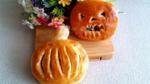 Cách làm bánh nướng nhân gà quay 'đáng sợ' ngon tuyệt cho ngày Halloween