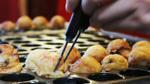 Tìm đến Takoyaki, một trong những món ăn có mặt trong mọi lễ hội của Nhật Bản