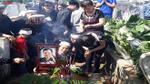 Nghẹn ngào lễ an táng đưa tro cốt PV Đinh Hữu Dư về nơi an nghỉ cuối cùng