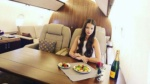 Gái xinh rộ mốt chụp ảnh 'sống ảo' trên máy bay hạng sang