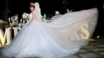 Khởi My 'hóa' công chúa khi diện váy cưới hoành tráng
