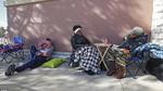 Trước giờ vàng Black Friday, dân Mỹ mang theo chăn gối ngủ qua đêm, xếp hàng dài chờ đợi