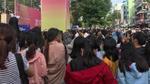 Mặc nắng gắt, fan Việt vẫn đứng tràn ra đường để được nhìn thấy thần tượng Wanna One - Seventeen - Samuel