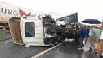 Ba ôtô tông nhau trên cao tốc, 2 bố con thương vong
