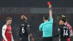 Mourinho phản ứng khó tin khi Pogba lãnh thẻ đỏ vì chơi xấu
