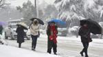 Dân Trung Quốc co ro giữa mùa đông lạnh kỷ lục: Sông đóng băng, tuyết giăng kín lối