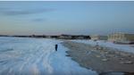 Nước Mỹ đang lạnh đến mức người dân trượt băng được trên mặt biển