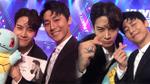 Rocker Nguyễn tặng quà, selfie thân thiết bên Jackson Wang (GOT7) sau 1 năm gặp lại