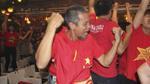 Cận cảnh fan ăn mừng sướng như 'phát điên' khi U23 Việt Nam thắng loạt 'đấu súng'