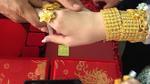 Clip: Cô dâu đeo 1 cân vàng trên người vẫn múa hát tưng bừng trong đám cưới