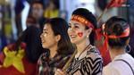 Những CĐV nữ xinh đẹp thu hút ánh nhìn khi xuống phố mừng chiến thắng của U23 Việt Nam
