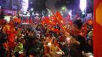 Mặc kệ mưa lớn, hàng triệu người vẫn xuống đường mừng U23 Việt Nam đã thi đấu hết mình