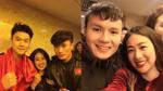 Cư dân mạng thích thú với những hình ảnh mà Trang Lou - Tùng Sơn chụp cùng U23 Việt Nam