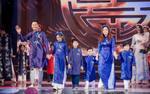 Gia đình MC Phan Anh tự tin catwalk trong tà Áo dài do hoa hậu Ngọc Hân thiết kế