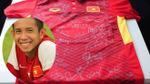 Duy Pinky lại khiến người hâm mộ 'phát cuồng' khi tặng áo có chữ ký của đội tuyển U23 Việt Nam