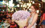 Cô gái 'chịu chơi' tặng bạn trai bó hoa làm từ 70 triệu đồng tiền mặt làm quà Valentine