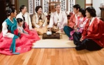 Giao thừa đón năm Mậu Tuất đang đến rất gần, hãy xem người châu Á làm gì vào thời khắc linh thiêng này
