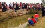 Người dân đổ xô đi xem 'cá thần' nổi trên mặt nước