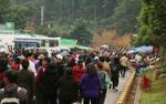 Đường vào lễ hội xuân Yên Tử 2018 tê liệt, nhiều đoàn xe kẹt cứng