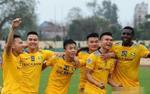 Văn Đức mang dép lê họp báo AFC Cup, Xuân Mạnh tặng bàn thắng cho bà nội