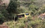 Xe khách lao xuống vực: Tài xế tử vong, 19 hành khách bị thương