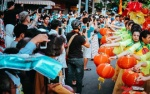 Nghìn người đội nắng xem Bát Tiên giáng trần, đường phố kẹt cứng trong ngày Tết Nguyên tiêu