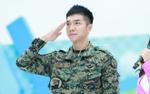 Lee Seung Gi tiết lộ những nghệ sĩ đến thăm khi còn trong quân đội toàn là nam giới