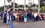Hơn 500 giáo viên thẫn thờ khi nghe tin sắp mất việc