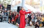 Đông đảo fan bất chấp 10 tiếng xe bus đến xem Vũ Cát Tường diễn tại Nhật