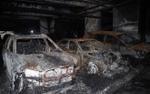 Nhiều ôtô sang cháy trơ khung trong hầm chung cư Carina