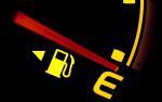 Khi kim xăng chỉ xuống vạch đỏ, xe sẽ đi thêm được bao lâu?