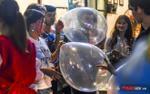 Phố đi bộ thành 'phố nhậu' ở Sài Gòn: Khi bia bọt, bóng cười tràn xuống lề đường