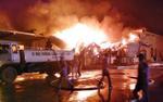 Vụ cháy xưởng chứa bông ở Móng Cái: 800 người tham gia dập lửa từ 2h sáng, đến tối đám cháy vẫn bùng lại