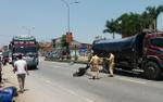 Đâm vào xe tải đỗ bên đường,  2 học sinh lớp 11 phải nhập viện cấp cứu
