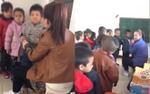 Bắt học sinh mẫu giáo xếp hàng rồi đánh, 2 giáo viên bị đuổi việc