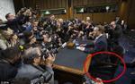 Giữa scandal Facebook đang sốt dẻo, cư dân mạng chỉ quan tâm xem Mark Zuckerberg ngồi lên cái gì trong phòng điều trần