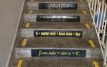 Sĩ tử tung chiêu ôn thi cực bá đạo khiến dân mạng nể phục - Viết hẳn công thức lên cầu thang để học ngày học đêm