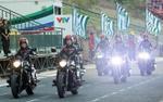 Dàn hot girl mô tô quậy tưng bừng sân Cần Thơ chào đón ngôi sao U23 Phan Văn Đức