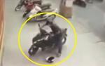 Clip: Cô gái bất lực nhìn tên trộm ngang nhiên bẻ khóa xe máy phóng đi